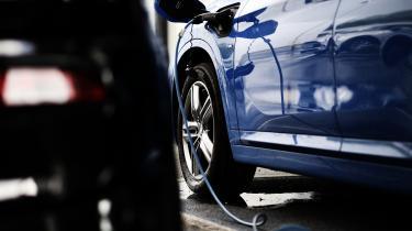 De, der allerede har købt en hybridbil, må gå i skarp træning for at bruge elmotoren masimalt og benzinmotoren minimalt.