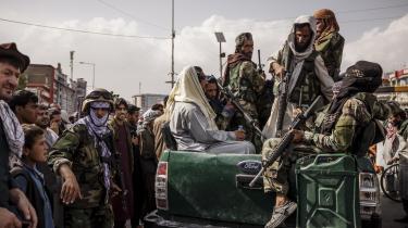 Talebanpatruljer på gaden i Kabul under magtovertagelsen.