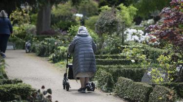 Rollatoren er usexet og er for mange et symbol på alderdom og forfald, skriver lektor i sociologi Hilda Rømer Christensen.