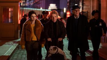 'Only Murders in the Building' er i høj grad en serie om venskabet mellem tre meget forskellige mennesker, som alle kæmper med en tilværelse, der ikke er blevet, som de måske havde håbet, i en by, der indbyder til lige dele ensomhed og voyeurisme.