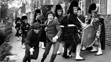 McCartney 3-2-1 er et tre timer langt argument for, at Paul McCartney var den vigtigste beatle. Her er han i 1965 sammen med John Lennon under optagelserne til 'HELP!'.