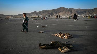 De afghanske soldater mistede ikke viljen til at kæmpe uden grund, lyder det fra flere sider. De havde nemlig ikke mulighed for at bruge en stor del af det militære udstyr, de var blevet trænet til at bruge. Her er vi i Kabuls lufthavn den 16. august.