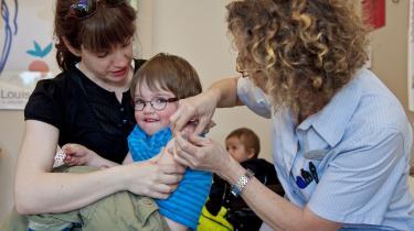 Når argumenterne for, hvorfor det er en god idé for det enkelte barn at tage en vaccine begynder at blive uklare, kan det rokke ved tilliden