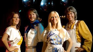 Disse fire spektakulært uglamourøse og nærmest skræmmende almindelige svenskere vil ikke slippe sit tag i det musiklyttende publikum. Klaus Lynggaard er din vært