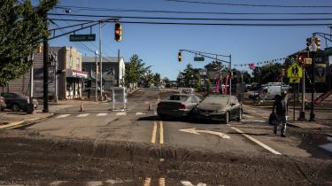 På grund af ualmindelig meget regn er New Jerseys floder gået over deres bredder og har oversvømmet gader og bygninger.