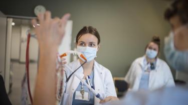 Det er ikke meningen, at hjælpegerningen som sygeplejerske skal reduceres til et spørgsmål om, hvor mange ydelser man kan vride ud af den enkelte medarbejders altruisme og tro på velfærdssamfundet.
