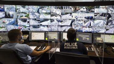 Politiet i Nice overvåger byens gader. I takt med krigen mod terror har Vestens teknokratier fået længere arme og mere avancerede følehorn. For hver terrorhandling, der er blevet udført i Vesten, har vestlige statsledere øget sikkerhedsapparaternes budgetter, udvidet deres beføjelser og givet dem lov til at udføre mere overvågning mod borgerne, siger terrorforsker Thomas Hegghammer.