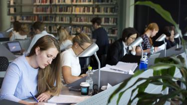 »Rent samfundsøkonomisk er det ikke særlig smart, at vi bruger mange penge og SU på at uddanne kandidater, som ender med at tage ufaglært arbejde,« lyder det fra Laust Høgedahl.