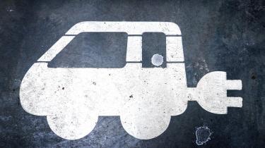 Danmark kan ikke lære meget af det høje elbilsalg i Norge og Sverige, mener eksperter. I stedet bør vi finde vores eget system og kigge på eksempelvis roadpricing, højere benzinpriser og statsstøttede ladestandere, hvis flere skal vælge elbilen til