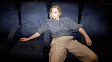 Trine Dyrholm er den mest prisvindende danske skuespillerinde nogensinde og har givet krop til utallige roller på film og tv. Torsdag er hun aktuel i en ny storfilm om Danmarks første kvindelige regent. For hende er kunstens opgave at »bevidstgøre vores blik«