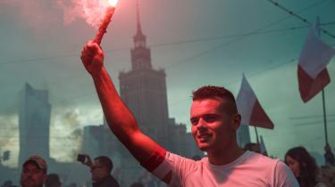 EU-Kommissionen vil straffe Polen med dagbøder, og kombineret med trusler om at tilbageholde coronamilliarder skal det være med til at få landet tilbage på det demokratiske spor. Nu må de polske vælgere spørge sig selv, om de vil være del af den europæiske familie, eller om de vil efterlades alene med deres egne autokratisksindede ledere