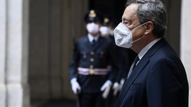 Den italienske premierminister Mario Draghi, der som tidligere chef for Den Europæiske Centralbank blev anset for at have reddet en kriseramt euro, kan tilsyneladende gå på vandet for tiden, hvor han nyder en tårnhøj opbakning fra de italienske vælgere.