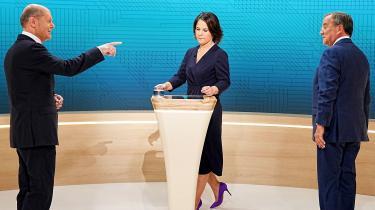 Søndag var der atter debat mellem Tysklands tre kanslerkandidater. Det blev en sand hanekamp, men indtrykket forblev det samme: SPD's Scholz var standhaftig, CDU's Laschet forgæves angrebslysten, og den grønne Baerbock trængte ikke igennem med sine løsningsforslag