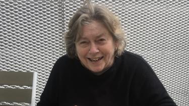 Alice Lykkeby Jensen havde et væld af sygdomme og drak en flaske snaps om dagen for at bedøve de fysiske og psykiske smerter. Men skavankerne til trods var hun livsglad og umulig at holde nede