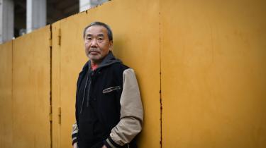 Haruki Murakami kritiserer Japans premierminister, Yoshihide Suga, for sin håndtering af COVID-19.