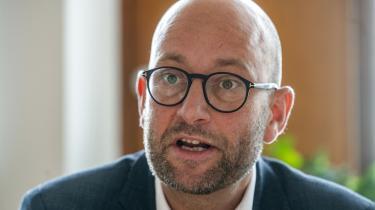 Landbrugsminister Rasmus Prehn (S) frygter, at blå bloks udspil kan forsinke en klimaaftale for landbruget.