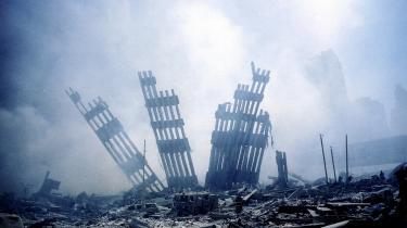 Synspunktet – at ironien er død – er man ofte stødt på i de seneste to årtier. Det startede såmænd allerede den 12. september 2001, hvor den canadiske klummeskribent Andrew Coyne i avisen National Post skrev: »Ironiens tidsalder døde i går.«