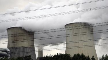 Sammenlignet med sol- og vindkraft er atomkraft langt dyrere og langsommere, skriver Gunnar Boye Olesen i denne kommentar.