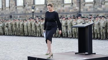 På Flagdagen forleden over for værn, veteraner og pårørende forlangte statsministeren respekt for soldaterne. Medierne udviser ikke respekt, sagde hun. Hvem konkret, Frederiksen havde i tankerne, står ikke klart. Statsministeren har valgt kun at svare, når det klart kan betale sig.
