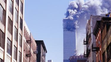 Terrorangrebet 9/11 satte gang i et enormt maskineri, hvor medier og militærmagt blev mobiliseret for at skabe betingelser for kollektiv afstraffelse. Muslimer blev persongrupper, man skulle mistænkeliggøre og nogle gange italesætte som farlig femtekolonne, skriver journalist Nesrine Malik i denne klumme.