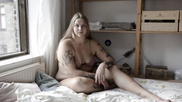 Kathrine Graa er nøgen på internettet – og hun er stolt af det, skriver hun. Hendes nøgenbilleder er et værktøj, hun bruger, til at skabe dialog om det »kødhylster, vi kalder kroppen.«