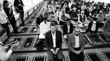 Søren Brostrøm mødte op til fredagsbøn og vaccination i en moské i Nordvest, men der skal helt andre initiativer til for at få minoritetsdanskere til at vaccinere sig, skriver dagens kronikør.