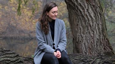 Anne Cathrine Bomann har skrevet en roman, som handler om, hvor meget af sig selv et menneske mister, når det to gange mister en anden.