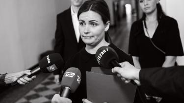 Enhedslistens politiske ordfører, Mai Villadsen, præsenterede udspillet 'Retfærdig økonomi for de mange' på forsiden af Berlingske. Det skabte forargelse blandt blå partier på Christiansborg – og hos et medlem af Hellerup Dameroklub.