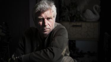 Karl Ove Knausgårds forfatterskab er i fokus i Poul Behrendts nye bog »Midnatssolen på Dramaten. Dobbeltkontrakten 2020 hos Karl Ove Knausgård«.