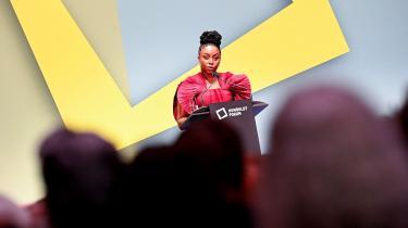 Den nigerianske forfatter Adichie blev i sommer anklaget for at være transfob. En anklage, der blandt andet bunder i hendes udtalelse om, at »transkvinder ikke er kvinder, men transkvinder«.