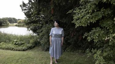 Maryam kom til Danmark fra Afghanistan for 22 år siden. Talebans overtagelse kan få grelle konsekvenser for harazaerne, et shiamuslimsk mindretal, som Maryam også tilhører.