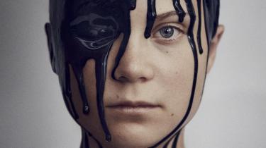 Mens Greta Thunberg har arbejdet indædt på at forandre vores perspektiver på verden, har verden arbejdet på at ændre hende. Efter pandemiens nedlukningstid er hendes engagement i klimasagen så glødende som nogensinde, men hun har opdaget, at hun ikke er alene, og at nye venskaber beriger hendes kamp