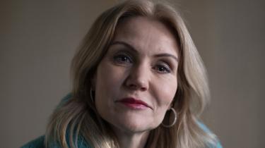 Mange forbinder stadig det hyperfeminine med useriøsitet og mangel på intellektuel formåen, mener Helle Thorning-Schmidt, der som statsminister både bevidst og ubevidst undertrykte den del af sig selv. Det gør hun ikke mere. Information har mødt hende til et interview om hendes nye bog om køn og magt