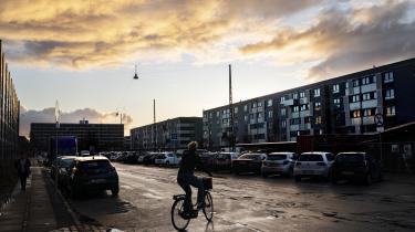 »Boligselskabernes boligsociale indsatser kommer først, når det er profitabelt, og bebyggelserne er på ghettolister, der fremmer boligsociale helhedsplaner,« skriver John Steen Johansen.