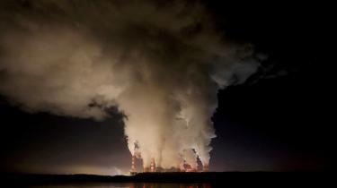 Det kulfyrede Belchatow-kraftværk i Polen er det største af sin slags i Europa og udleder årligt omtrent lige så meget CO2, som New Zealand gør. Et stort slagsmål i næste etape af lovgivningsprocessen i EU's storstilede Green Deal bliver, i hvor høj grad lande med sort industri og store udslip fra fossile brændstoffer skal undtages og kompenseres.