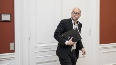 Natten efter Folketingets åbning måtte politiet ifølge Ekstra Bladet rykke ud for at bede landbrugs- og fødevareminister Rasmus Prehn (S) om at skrue ned for »Stupid Man« med Thomas Helmig.