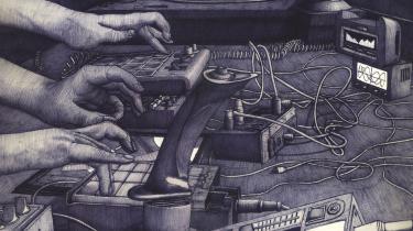 'Ild' fortsætter, hvor Sauzets tegneseriedebut 'Aske' slap – de voodootrommer, der ifølge legenden varslede oprøret i Haiti i 1790 lignes med frenetiske rytmer fra DJ-pulten i en nedlagt parkeringskælder i Bruxelles.