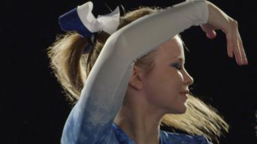 'Cheer Up' om det ikke så talentfulde nordfinske chearleadinghold Ice Queens er et rørende portræt af en udfordret holdånd og tre arktiske kvindeliv.