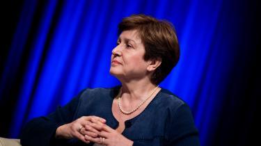 Direktør for Den Internationale Valutafond, Kristalina Georgieva, fik mandag lov at blive siddende op posten efter at have været beskyldt for at have manipuleret data om Kina som investeringsmål.