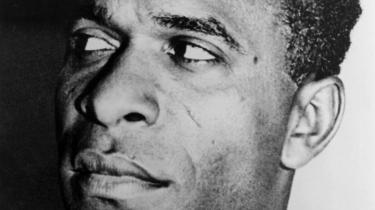 Frantz Fanons 60 år gamle analyse af racisme og kolonimagternes rolle for det afrikanske kontinents ulykke er stadig relevante i dag – ikke mindst set i lyset af revolutionære kræfter i Den Tredje Verden og Black Power-bevægelsen i USA