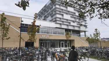 I sidste måned kom det frem, at Enhedslisten blev det største parti ved et prøvevalg på Danmarks Medie- og Journalisthøjskole. Til daglig hører eleverne hjemme i denne bygning i det nordlige Aarhus.