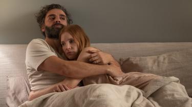 Den seneste måned har Information ikke omtalt eller anmeldt nyfortolkningen af Bergmans superklassiker Scener fra et ægteskab, nu kaldet Scenes from a Marriage, på HBO og med Oscar Isaak og Jessica Chastain i hovedrollerne.