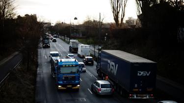 Omstilling her kan reducere den tunge vejtransports CO2-udledninger med fire til ti procent i 2030. Udfordringerne er større for de tunge lastbiler med meget lange transportveje.