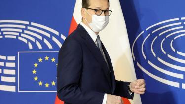 Ved en debat i Europaparlamentet anklagede Polens premierminister, Mateusz Morawiecki, unavngivne EU-politikere for forsøg på at afpresse hans regering til at rette ind efter en centralmagt.