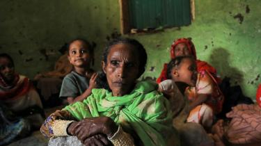 Den eskalerende konflikt mellem Etiopiens centralregering og oprørsbevægelsen TPLF i Tigray-provinsen går ud over civilbefolkningen, og hvis det ikke lykkes at få nødhjælp frem til de mange fordrevne civile, kan det ende som en af de værste humanitære katastrofer i moderne tid.