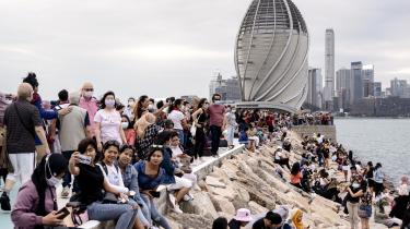Det kinesiske kommunistparti stiller et samfund i udsigt, der er mindre forurenet, mere socialt retfærdigt og bedre til at imødekomme forventningerne fra den hovedsageligt urbane majoritet af kinesere. Til gengæld forventer partistaten, at borgerne retter ind. Kun partiet ved, hvad der er bedst for fællesskabet.