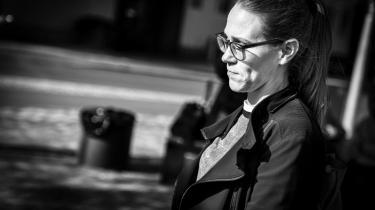 De mange natlige sms'er fra Statsministeriets departementschef Barbara Bertelsen, som torsdag blev fremlagt i minkkommissionen, udstiller, hvor ihærdigt Mette Frederiksens højre hånd forsøgte at tørre ansvaret af på andre ministerier.