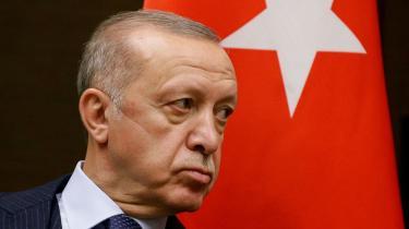 Den tyrkiske præsident risikerer at isolere sit land, hvis han gennemfører udsmidningen af ti vestlige diplomater