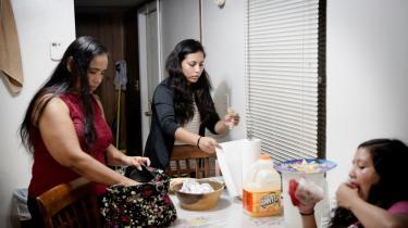 hvor 50 procent af indbyggerne i Siler City er latinoer. Janet Ramirez (billedet) bor i Siler City med sin mand og barn Allan. Hun flygtede som ganske ung fra Mexico med sin mor Beda. Lillesøsteren Jenesis er født i USA.