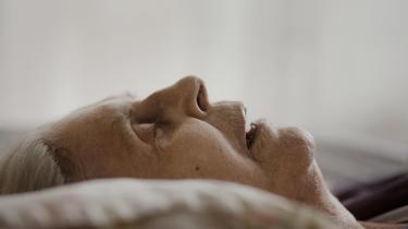 81-årige Ellen Rohde sagde stop for livsforlængende behandling mod kræft, og brugte i stedet sine sidste måneder på at tage afsked med livet. Vi fulgte hende i ventetiden hen imod døden